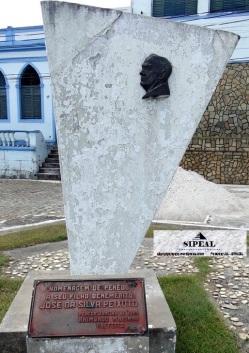 Cidade de Penedo (AL) - Monumento ao Com José da S. Peixoto - Pça Jácome Calheiros