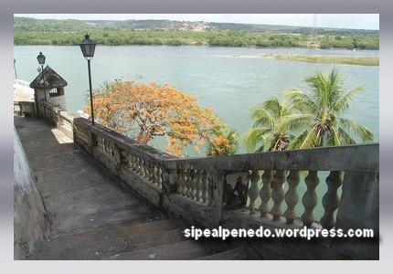 Acesso à Rua do Rochedo - Penedo-AL (Brasil).